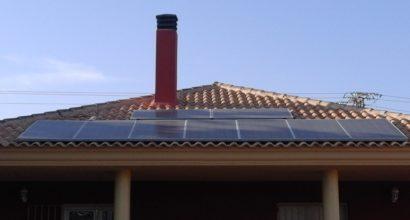Solar Fotovoltáica Aislada con18 paneles de 250W en dos orientaciones