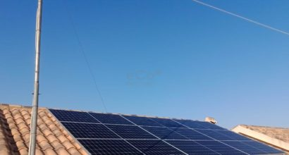 Instalación de Autoconsumo con compensación con paneles Trina Solar e inversor Solax