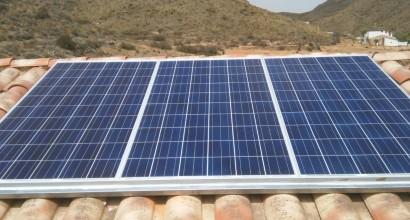 Instalacion solar fotovoltaica de 3K, 3,5 kW a 6kW día, vivienda rural