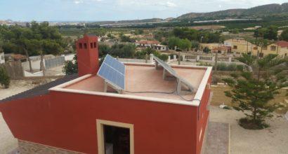 Instalación Solar Fotovoltaica totalmente Aislada para casa de campo