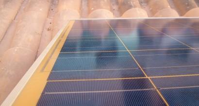 Instalación fotovoltaica aislada de 1panel 210Wp Yingli + autonomía de 1,38kW