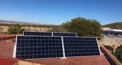 Instalación Aislada de Red 1,32kWp CANADIAN Solar