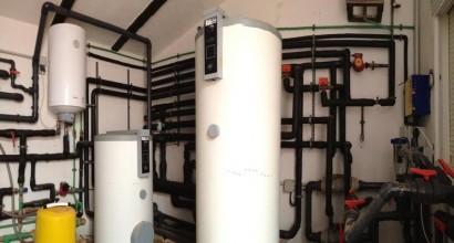 Instalación solar térmica, con apoyo aerotérmico para suelo radiante