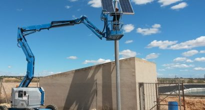 Solar Fotovoltáica Aislada de 300Wp y 6 kWh para Sistema de Seguridad y Vigilancia